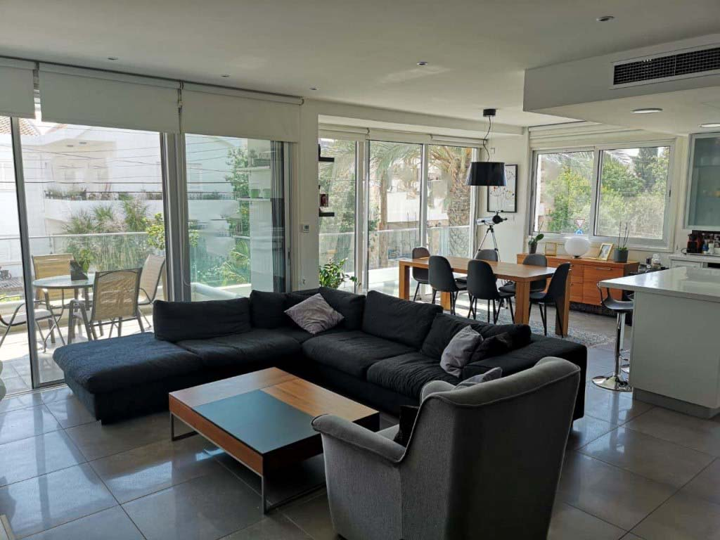 For Sale 3-Bedroom +Maids Apartment in Strovolos