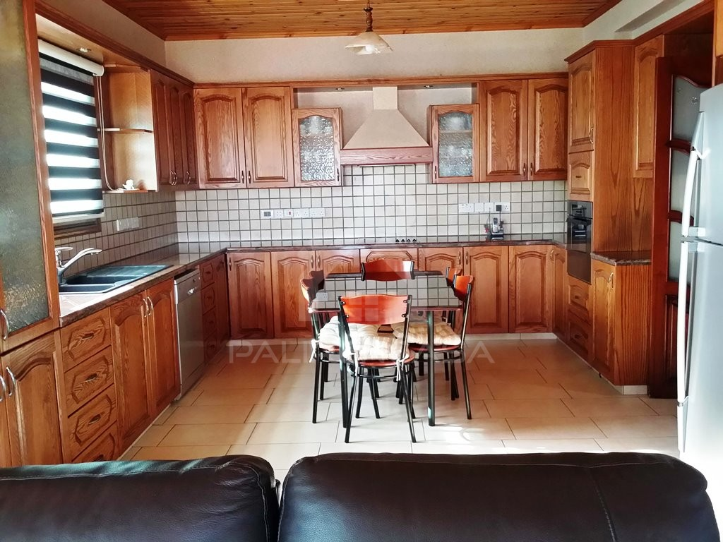 5-Bedroom Detached House in Anageia