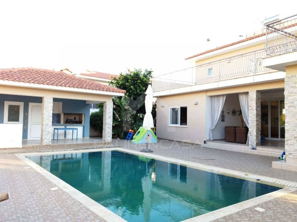 6-Bedroom Detached House in Strovolos