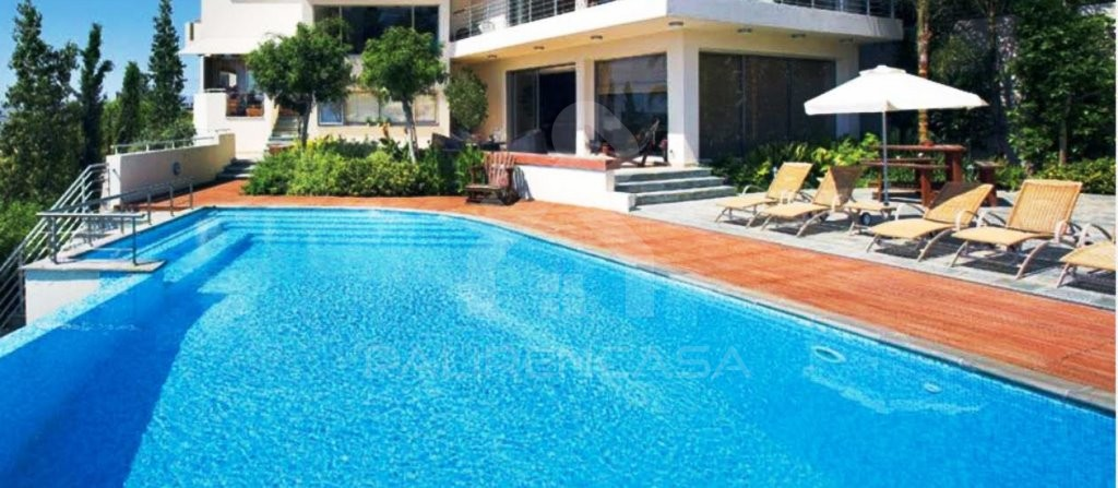 6-Bedroom Luxury Villa in Makedonitissa