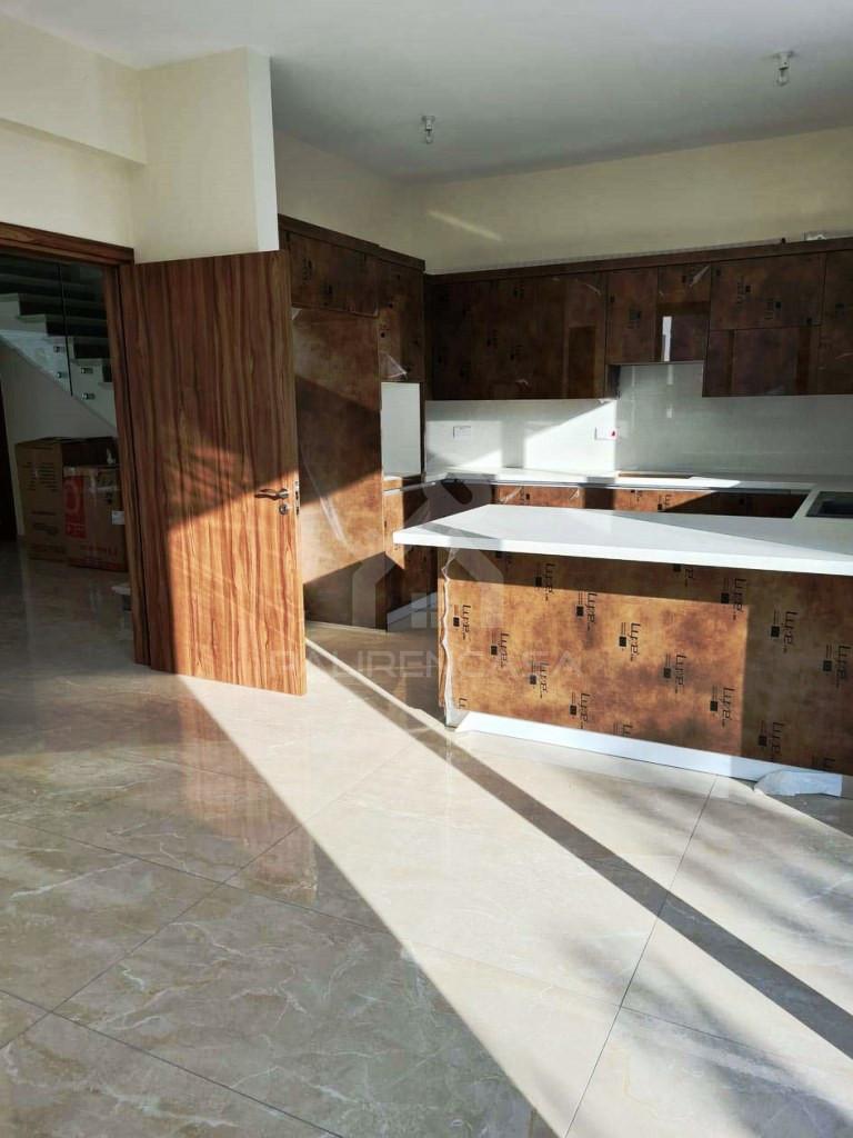 5-Bedroom Semi-Detached House in Agios Dometios