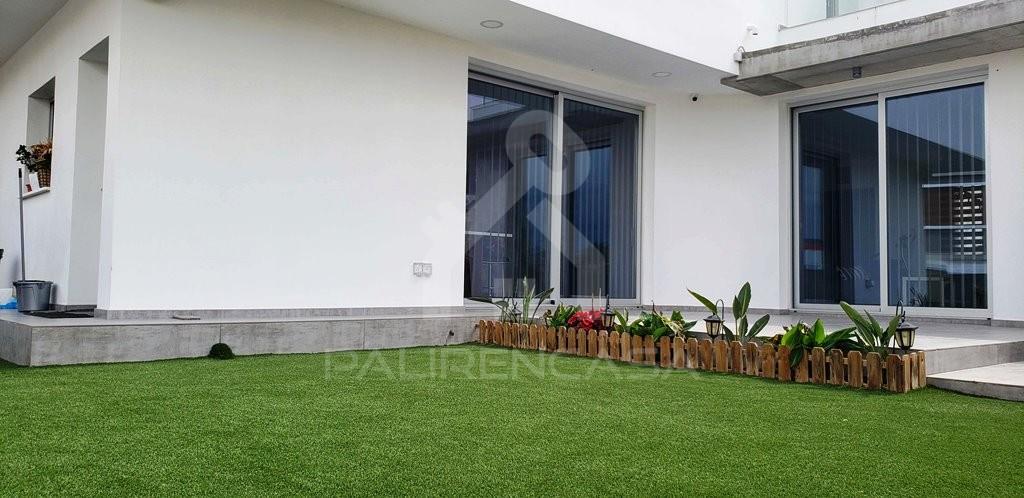 Demos House Garden (1)