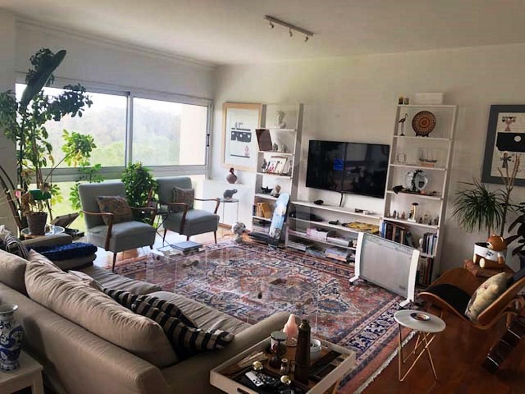 3-Bedroom Apartment in Aglantzia