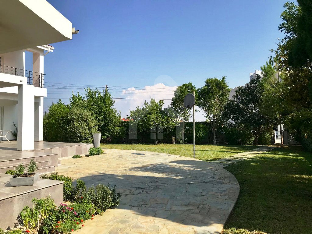 7-Bedroom Villa in Latsia