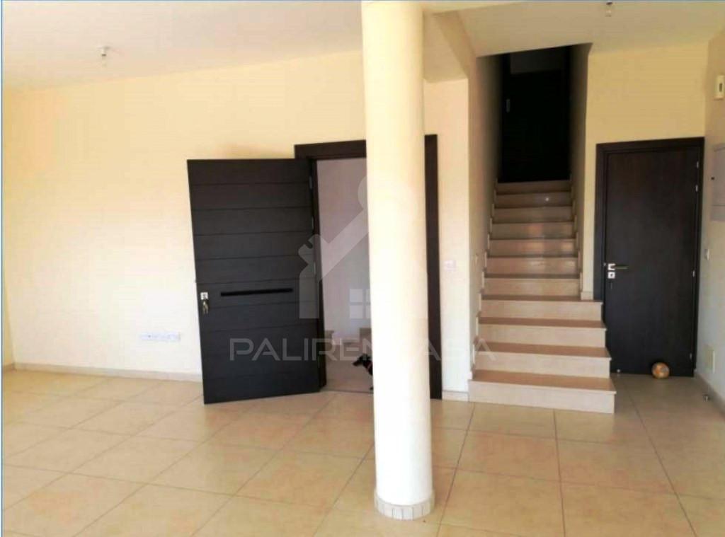 3-Bedroom +Attic Upper House in Lakatameia