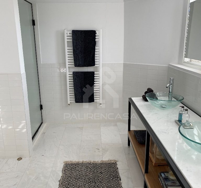59 Main Bathroom