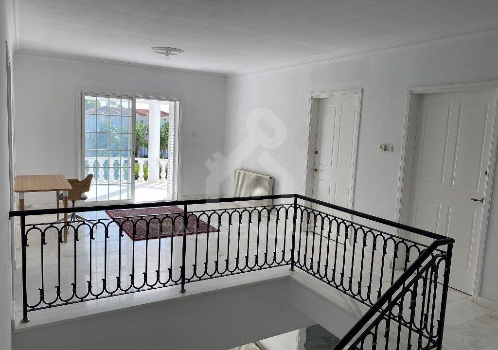 66 Upstairs Foyer