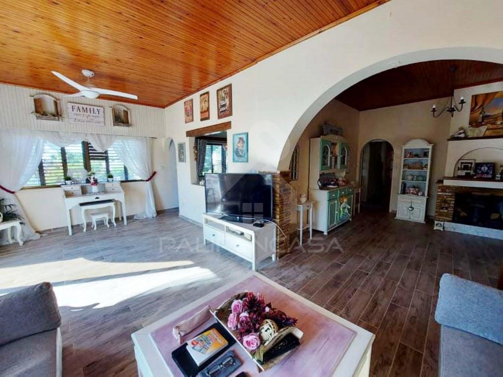 3-Bedroom Upper House in Faneromeni, Larnaka
